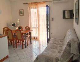 Apartment (4+1) in Sućuraj