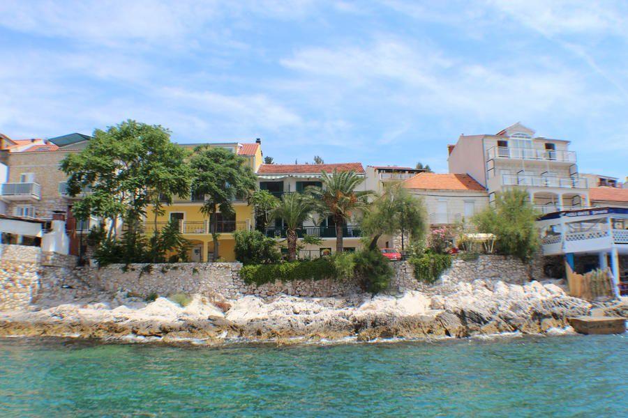 Casa tudor stori milna appartamento 2 2 for Appartamenti isola hvar