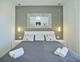 Soba Comfort 3 s bračnim krevetom i pogledom na more