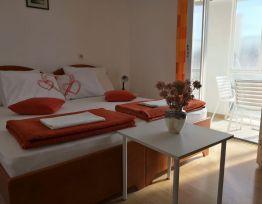 Room 1 (Orange)