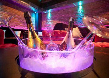 Pink Champagne, nightclub