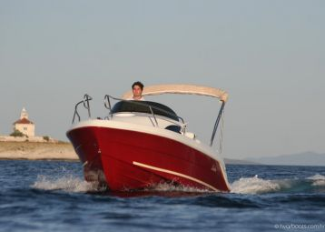 Speedboat rental