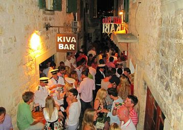 Kiva bar, the cult Hvar bar