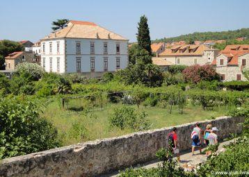 Palace Biankini and Naval collection, Stari Grad